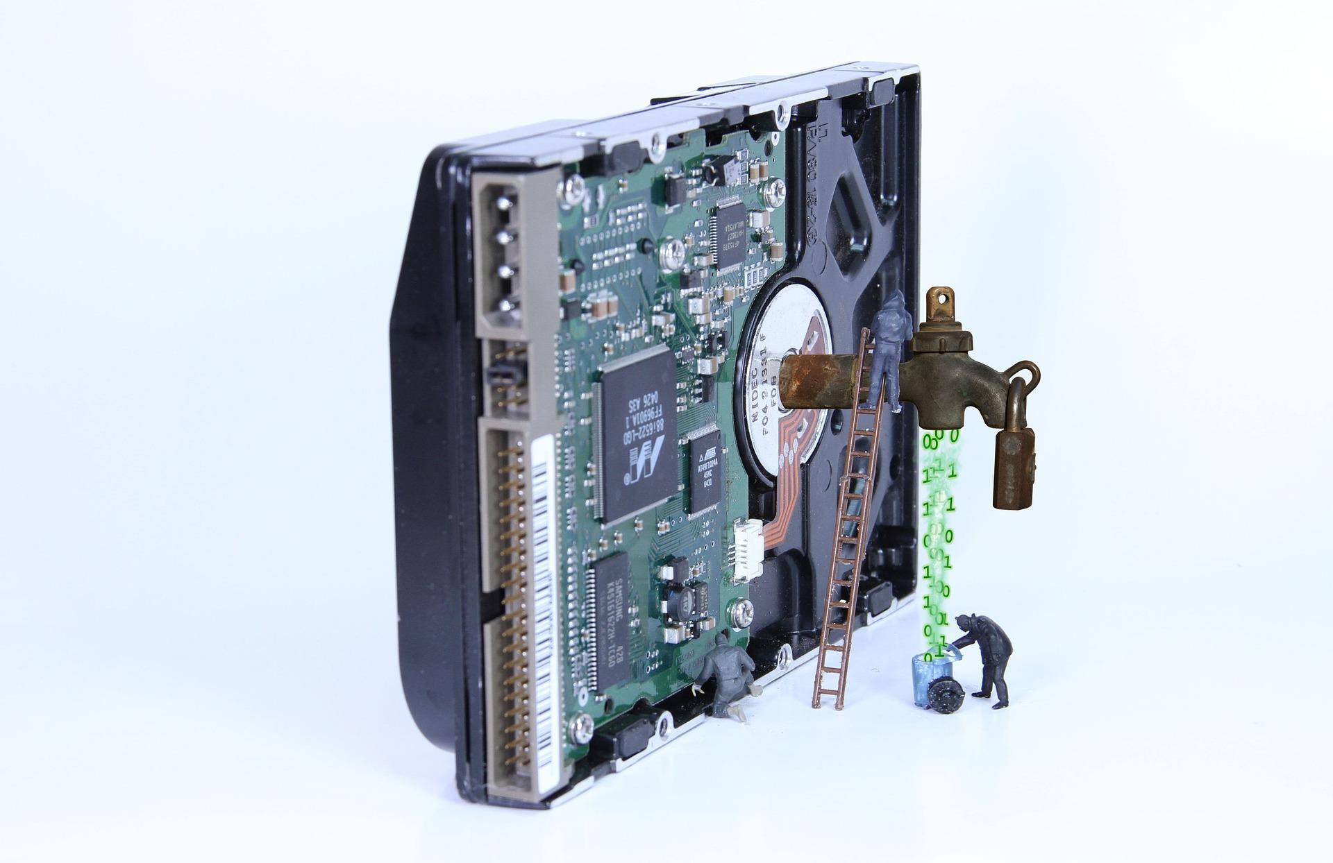 Aufnahme eines Motherboards, das ein Datenleck symbolisiert
